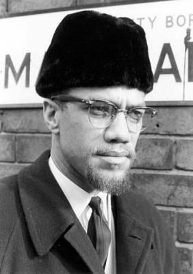 """En mourant, ses idées ne disparaissent pas avec lui. Elles furent reprises par des groupes (Black Panthers), des populations (Soweto), des pays (le Burkina Faso de Thomas Sankara) soucieux de plus d'équité et de justice sociales. Plus qu'un défenseur des droits civiques, Malcolm était un défenseur des droits humains, qu'il déclare défendre """"par tous les moyens nécessaires""""."""