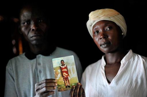 Les parent de Caroline Aya, offerte en sacrifice dans un rituel meurtrier