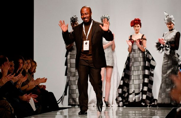 Kofi Ansah est un styliste ghanéen. Il a vécu et travaillé pendant 20 ans en Europe avant de retourner au Ghana en 1992.