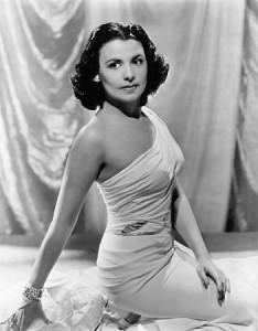 """Lena Horne fut une chanteuse américaine de jazz, de chanson populaire et une actrice de films musicaux. Elle était surnommée """"la tigresse"""" à cause de sa silhouette féline."""