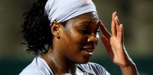 Serena Jameka Williams est une joueuse de tennis américaine née le 26 septembre 1981 à Saginaw, dans l'État du Michigan. Elle a, à ce jour, remporté douze tournois du Grand Chelem en simple, onze en double dames avec sa soeur Venus Williams et deux en double mixte, soit un total de vingt-cinq, ce qui fait d'elle une des plus grandes joueuses de l'histoire.