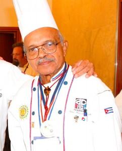 La vie de Gilberto Smith a été entourée de personnages célèbres : il fut le chef cuisinier de Meyer Lansky, mais aussi de Fidel Castro. Gilberto Smith Duquesne est mort le 9 avril 2010.