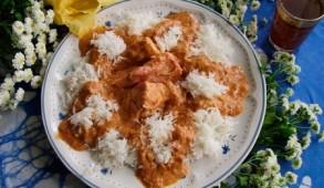 Le maffé (ou mafé) est originaire du Mali mais réadapté à la gastronomie sénégalaise, le mafé malien et le mafé sénégalais diffèrent d'ailleurs gustativement.