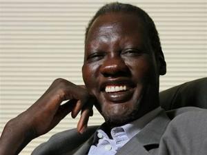 Manute Bol a été impliqué dans la marche pour la liberté, le Soudan Walk, qui a eut lieu en avril 2006. C'est une marche de trois semaines de l'immeuble des Nations Unies à New York jusqu'au Capitole à Washington, DC.