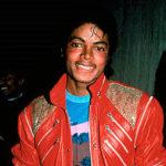Le 1er décembre 1982, Michael Jackson sort Thriller, qui remporte un succès immédiat en se vendant à un million d'exemplaires en un mois et dix millions sur un an.