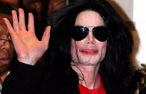 Michael Joseph Jackson, né le 29 août 1958 à Gary (Indiana) et mort le 25 juin 2009 à Los Angeles (Californie), est un chanteur, danseur-chorégraphe, auteur-compositeur-interprète, acteur et homme d'affaires américain. Il est reconnu par le Livre Guinness des records comme étant l'artiste le plus couronné de succès de tous les temps. Selon le Rock and Roll Hall of Fame il a été identifié comme étant l'artiste le plus populaire dans l'histoire de l'industrie du spectacle et l'homme le plus célèbre au monde.