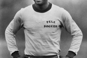 Edson Arantes do Nascimento, dit Pelé, né le 23 octobre 1940 à Três Corações (Brésil, État du Minas Gerais), est un ancien footballeur professionnel brésilien évoluant au poste d'attaquant. Il est considéré comme l'un des plus grands joueurs de tous les temps du football