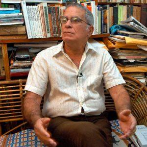 """Le 19 Mars 2003, Oscar Espinosa Chepe a été arrêté après que des agents de sécurité aient passé 10 heures à chercher dans son appartement. Lors d'un procès le 3 avril 2003, M. Espinosa a été accusé """"d'activités contre l'intégrité et la souveraineté de Cuba»."""