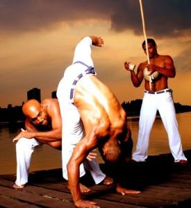 Le Maculelê fait partie de la vie, de l'histoire de la capoeira. Le maculelê est une danse pratiquée dans toutes les académies ou écoles de capoeira. Ses origines remontent aux coupeurs de canne à sucre qui s'entraînaient avec leurs machettes. C'est une danse rythmée par l'atabaque.