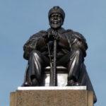 La statut de Jomo Kenyatta devant la Haute Cour du Kenya à Nairobi