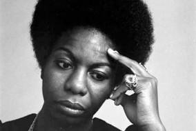 Nina Simone, de son vrai nom Eunice Kathleen Waymon, née le 21 février 1933 à Tryon (Caroline du Nord, États-Unis), décédée le 21 avril 2003 à Carry-le-Rouet (Bouches-du-Rhône, France)