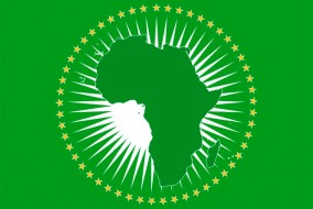 L'Union Africaine est née de la volonté de relancer le processus d'intégration politique, qui apparaît indispensable aux yeux des dirigeants africains pour la croissance économique du continent. L'impulsion aurait été donnée par le président libyen Mouammar Kadhafi en 1998.