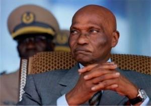 Le 1er avril 2000, Abdoulaye Wade est investi président de la République du Sénégal. En 2000, l'une des premières décisions du président nouvellement élu consiste à dissoudre le Sénat et le Conseil économique et social pour des raisons d'économies et leur inutilité. En mai 2007, le président Wade redonne vie à ces deux institutions, un choix très contesté par l'opposition et l'opinion publique, d'autant plus que les 65 membres du Sénat ont été choisis par Wade lui-même.