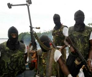 Pendant une semaine , les militants du MEND (Mouvement pour l'émancipation du Delta du Niger) dans le delta du Niger se sont engagés dans des combats avec les forces armées nigérianes incluant l'explosion d'installations pétrolières et la prise en otage de travailleurs du pétrole