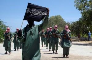 L'organisation Al-Shabbaab (arabe : الشباب, jeunesse) est placée sur la liste officielle des organisations terroristes des États-Unis en février 2008, de l'Australie le 21 août 2009, du Canada et de la Nouvelle-Zélande. Elle est soupçonnée d'entretenir des liens forts avec la direction centrale d'Al-Qaïda au Pakistan et d'abriter des djihadistes étrangers, dont certains en provenance d'Europe et des États-Unis. L'intensification des actions militaires américano-pakistanaise dans les zones tribales au sud du Waziristan  menaçant la survie des hauts-responsables de la mouvance, de nombreux chefs d'Al-Qaïda sont soupçonnés de se préparer à quitter leur sanctuaire afghano-pakistanais pour gagner la Somalie.