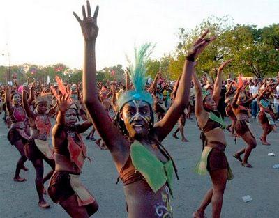 Au cours des célébrations de Pâques, un grand défilé de bandes de rara sous les rythmes de petro et congo, est organisé en Haiti. Les autorités civiles l'organisent afin de promouvoir la culture haïtienne qui est très liée à celle de l'Afrique australe.
