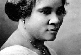 En 2002, Molefi Kete Asante, un professeur d'une Université américaine, a inscrit Madame C.J. Walker sur sa liste des 100 plus grands Afro-Américains.