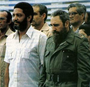 Maurice Rupert Bishop (gauche) au coté de Fildel Castro, était un leader révolutionnaire grenadin. Bishop et ses fidèles furent arrêtés et immédiatement fusillés.