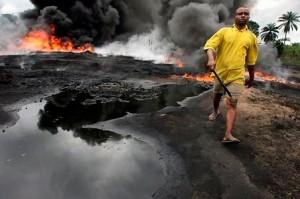 Lorsque des fuites de pétrole et des incendies dus à ces fuites se produisent, l'air empeste le pétrole. Les habitants se plaignent de problèmes respiratoires, de lésions cutanées et d'autres problèmes de santé.