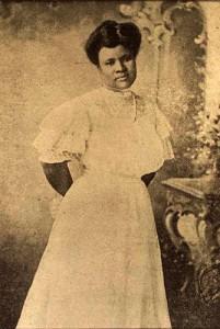 Tout au long de sa carrière, Madame C.J. Walker a continué de donner de l'argent à le NAACP, le YMCA et des écoles noires, des organisations, des individus, des orphelinats et des maisons de retraite