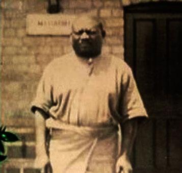 Né dans l'État indépendant du Congo (futur Congo belge), Simon Kimbangu devient prédicateur dans les années 1920 et commence son ministère de prédication et de guérison le 6 avril 1921 à Nkamba