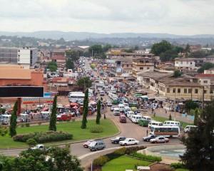 La ville d'Accra dispose de nombreux marchés dont les plus importants sont ceux de Makola I et Makola II (Agbogbloshie), Kaneshie et dans une moindre mesure Nima et Dansoman. Accra possède une bourse.