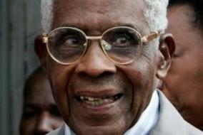 Dès l'annonce de la mort d'Aimé Césaire, de nombreuses personnalités politiques et littéraires lui ont rendu hommage comme le président Nicolas Sarkozy, l'ancien président sénégalais Abdou Diouf ou l'écrivain René Depestre.