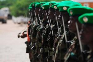 Les soldats ougandais servant à Mogadiscio en Somalie  en vertu de la Mission de l'Union africaine en Somalie (AMISOM), le 28 mai 2009.