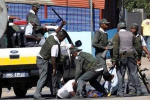 Des manifestants qui dénoncent le prix du pain et du carburant sont arrêtés à Maputo au Mozambique