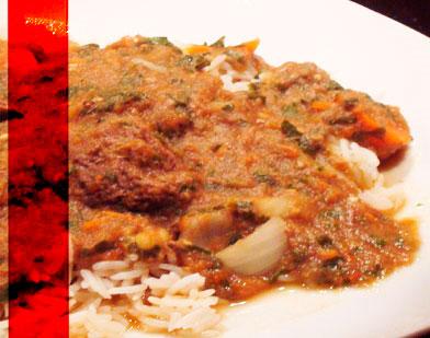L'aubergine cuit devient tendre et développe une saveur riche et complexe.