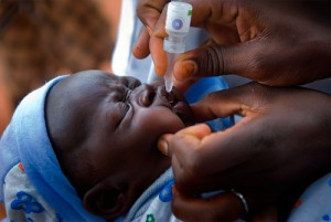 Depuis 1988, l'éradication de la poliomyélite fait l'objet d'une initiative mondiale sous l'égide de l'OMS, de l'Unicef et du Rotary International. La campagne de vaccination de masse a fait passer son incidence de 350 000 nouveaux cas par an en 1988 à environ 1 500 en 2008 et son éradication est officielle sur tout le continent américain, en Europe et dans les régions OMS du Pacifique occidental, Chine comprise.