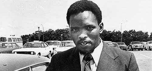 Steve Biko a fait ses études en médecine. Il a ensuite développé une intense préoccupation pour le développement de la conscience noire qui pour lui serait une solution aux luttes existentielles qui façonnent notre existence, à la fois comme homme et comme Noir.