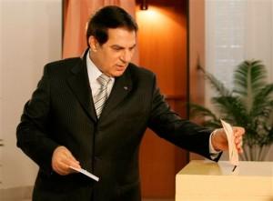 Après la 5e élection en 2009, Nicolas Sarkozy félicite son homologue en lui souhaitant « succès et réussite » pour son cinquième mandat. Pour sa part, Ian Kelly, porte-parole du département d'État des États-Unis, qualifie la réélection du président de « préoccupante » en raison de l'absence d'observateurs jugés « indépendants et crédibles » ; 26 observateurs tunisiens, dix observateurs de l'Union africaine et 21 provenant de pays européens et arabes agréés par le gouvernement ont de leur côté indiqué n'avoir relevé aucune irrégularité. Pourtant, viverses organisations de défense des droits de l'homme et des libertés ainsi que de nombreux médias étrangers accusent régulièrement le président Ben Ali d'être un dictateur.