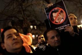 Le 14 janvier 2011, alors que la contestation ne s'essouffle pas, le président Ben Ali annonce qu'il limoge son gouvernement et promet l'organisation d'élections législatives dans six mois. Plus tard dans la journée, Ben Ali quitte le pays pour l'Arabie saoudite.