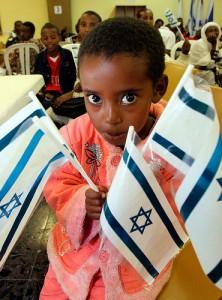 Les jeunes générations nées ou grandies en Israël  réussissent mieux leur insertion dans le tissu économique israélien, grâce à une éducation « moderne », mais les niveaux de formation constatés restent en moyenne plus modestes (en 2000, le taux de réussite au bac était de 33 %, contre 45 % pour la jeunesse juive en général), et freinent l'apparition d'une véritable classe moyenne d'origine éthiopienne.