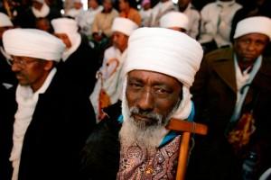 Les juifs éthiopiens ont une origine mal définie. Ils ont vécu pendant des siècles dans le Nord de l'Éthiopie, en particulier les provinces du Gondar et du Tigré. Après avoir bénéficié de petits États indépendants jusqu'au XVIIe siècle, ils ont été conquis par l'empire d'Éthiopie, et sont devenus une minorité marginalisée, à laquelle il était interdit de posséder des terres et qui était accusée d'avoir le « mauvais oeil ».
