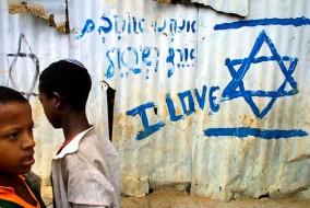 Malgré cet attachement de certains aux pratiques éthiopiennes, les traditions religieuses des Juifs Noirs d'Éthiopie semblent rapidement reculer, combattues par le rabbinat et le mode de vie israélien. La grande majorité des élèves issus de l'immigration ont été pris en charge par le réseau scolaire religieux d'État, lequel promeut les pratiques juives « orthodoxes ».