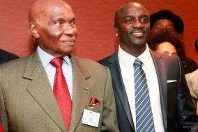 Avec une popularité qui rivalise avec celle du président lui-même, surtout parmi les jeunes, Akon se montre être un atout redoutable dans l'effort du chef octogénaire sénégalais pour un troisième mandat à la prochaine élection présidentielle.
