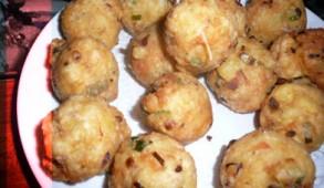 Le fruit à pain est appelé fouyapen ou fwiyapen en créole martiniquais et guadeloupéen, et lamveritab (arbre véritable) en créole haïtien.