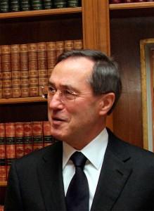 """Claude Guéant est le ministre de l'Intérieur, de l'Outre-mer, des Collectivités territoriales et de l'Immigration Francais. Ce lundi 21 mars 2011, il a parlé de """"croisade"""" pour évoquer l'opération onusienne en Libye."""
