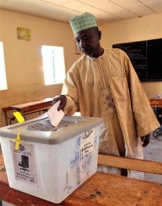Ancienne colonie française devenue un État indépendant en 1960, le Niger a tout d'abord été gouverné pendant quatorze ans selon un régime civil à parti unique, sous la présidence de Hamani Diori.