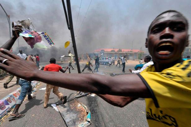 Des milliers des gens ont été déplacées par les émeutes meurtrières dans le nord du Nigéria
