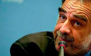 Luis Moreno-Ocampo défend plusieurs personnages controversés, dont Diego Maradona, l'ancien ministre de l'économie Domingo Cavallo et un prêtre accusé d'abus sexuels sur mineurs3. Il représente les victimes lors de la procédure d'extradition de l'ancien criminel de guerre nazi Erich Priebke