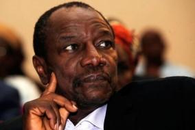 Alpha Condé, né le 4 mars 1938 à Boké (Basse-Guinée), En 1970, il est victime du régime du président Sékou Touré, qui le condamne à mort par contumace1, et contraint, comme bon nombre de ses compatriotes intellectuels, de rester en exil hors de son pays. De retour à Conakry le 17 mai 1991, chef du Rassemblement du peuple de Guinée (RPG), il est emprisonné pendant plusieurs mois. Il devient président de la République de Guinée le 21 décembre 2010, à la suite du premier scrutin libre depuis l'indépendance.