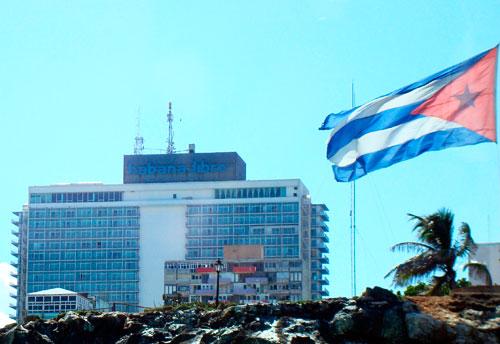 À la Commission des droits de l'homme de l'ONU, Cuba était toujours l'objet de critiques pour violations des droits de l'Homme. Sur ce point, Cuba a dénoncé une « manipulation » de la part du gouvernement américain : les résolutions condamnant Cuba étaient présentées par les États-Unis et leurs alliés, et votées à une courte majorité, sous pression du gouvernement américain selon Cuba