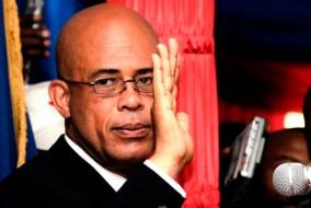 Michel Martelly annonce en juillet 2010 sa candidature à l'élection présidentielle. Il est soutenu par Wyclef Jean durant sa campagne électorale, qu'il effectue sous l'étiquette du parti « Repons peyizan » (« La réponse des paysans », en créole).