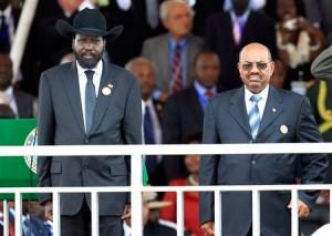 Salva Kiir (gauche) premier président de la République du Sud-Soudan et Omar el-Béchir (droite) chef de l'État du Soudan de 1989 à 1993 et président de la République du Soudan depuis 1993
