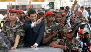 En mars 2009, Andry Rajoelina renverse le président démocratiquement élu, Marc Ravalomanana, avec l'appui d'une partie de l'armée. Malgré la signature d'accords de partage de pouvoir de Maputo sous médiation internationale, M. Rajoelina limoge le Premier ministre de consensus et impose son gouvernement dirigé par Albert-Camille Vital.