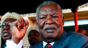 Ancien gouverneur de Lusaka dans les années 1990 et membre du parti au pouvoir (le MMD)2, Michael Sata quitte ce dernier pour rentrer dans l'opposition et y fonder le Front patriotique (PF). C'est sous la bannière de celui-ci qu'il se présentera à quatre reprises à l'élection présidentielle, remportant la magistrature suprême en 2011.