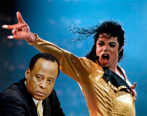 Le rapport d'autopsie que s'est procuré l'Associated Press révèle que Michael Jackson avait des tatouages permanents : autour des yeux, des lèvres et les sourcils. Le devant de son crâne était aussi tatoué, pour camoufler un début de calvitie, qu'il cachait sous une perruque.